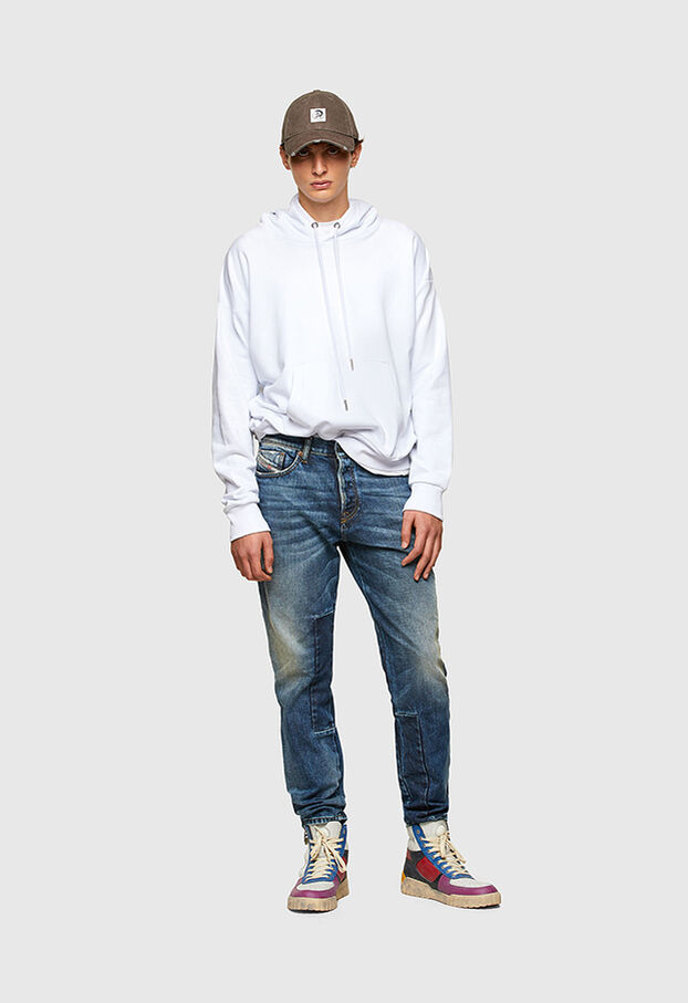 https://at.diesel.com/dw/image/v2/BBLG_PRD/on/demandware.static/-/Library-Sites-DieselMFSharedLibrary/default/dwaa2e79de/CATEGORYOV/2X2_D-FINING_DENIM-SPRING-LAUNCH_A02237_009SV_01_C.jpg?sw=622&sh=907