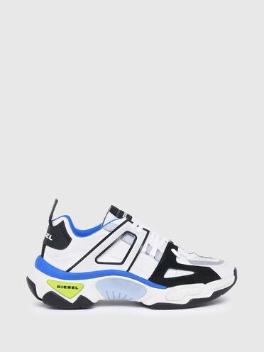 Sneaker im Laufschuh-Look aus einem Materialmix