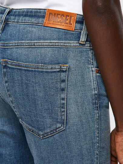 Diesel - Babhila 09A01, Mittelblau - Jeans - Image 3