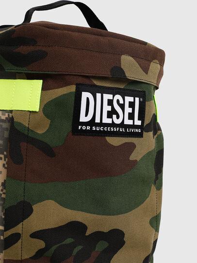 Diesel - PIEVE, Camouflagegrün - Rucksäcke - Image 4