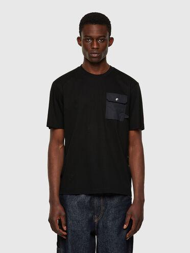 T-Shirt mit Klappenbrusttasche