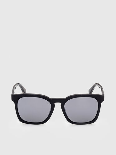 Sonnenbrille mit Rahmen mit quadratischen Proportionen