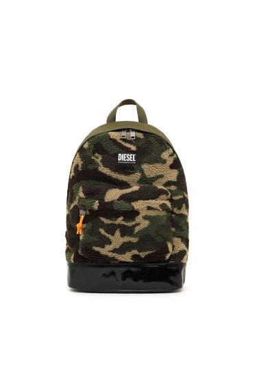Rucksack aus Kunstlammfell im Camouflage-Design