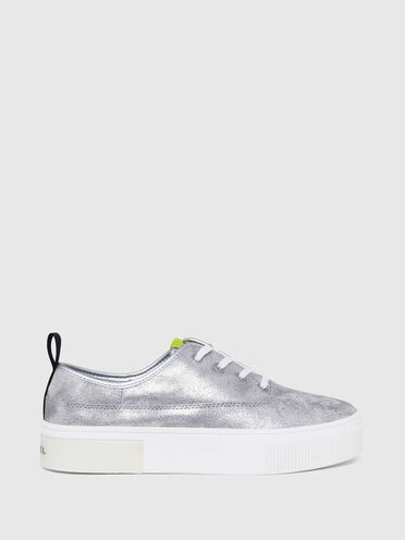 Flatform-Sneaker mit Metallic-Effekt
