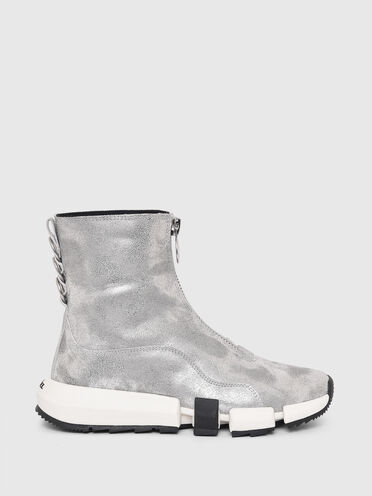 Hybrid-Sneaker aus laminiertem Wildleder