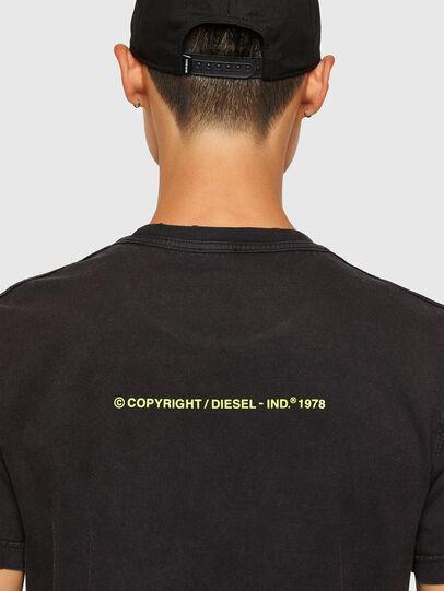 Diesel - T-DIEBIND-SLITS-A2, Schwarz - T-Shirts - Image 4