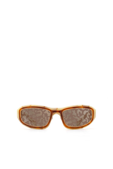 Sonnenbrille in experimenteller Wraparound-Konstruktion
