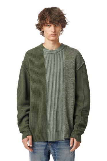 Asymmetrischer Patchwork-Pullover aus Wolle