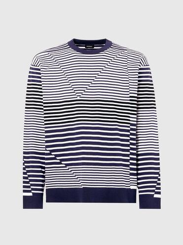 Pullover mit unregelmäßig angeordneten Streifen