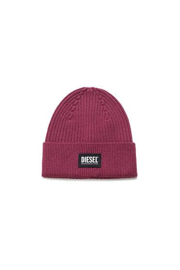 Gerippte Beanie-Mütze mit Logo-Aufnäher