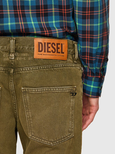 Diesel - D-Kras 09A35, Armeegrün - Jeans - Image 4