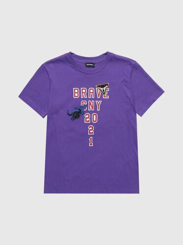 Besticktes T-Shirt zum chinesischen Neujahrsfest