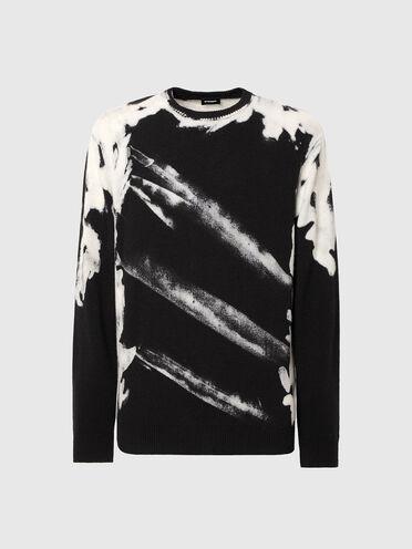 Pigmentgefärbter Pullover mit ausgebleichten Details
