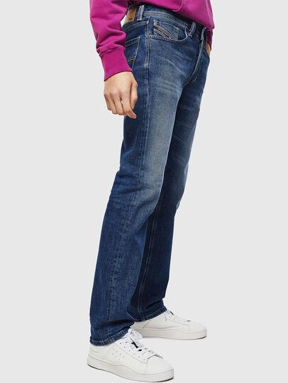Diesel - Larkee 0096E, Mittelblau - Jeans - Image 6