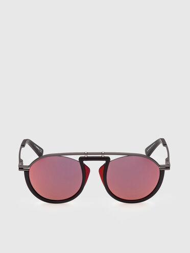 Pilotenbrille mit Ausschnitte zwischen der Struktur und dem Glas