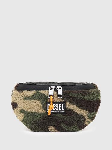 Gürteltasche aus Kunstlammfell im Camouflage-Design