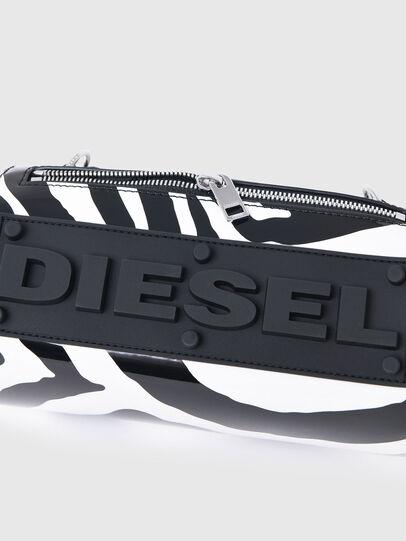 Diesel - CAYAC LT, Weiss/Schwarz - Schultertaschen - Image 5